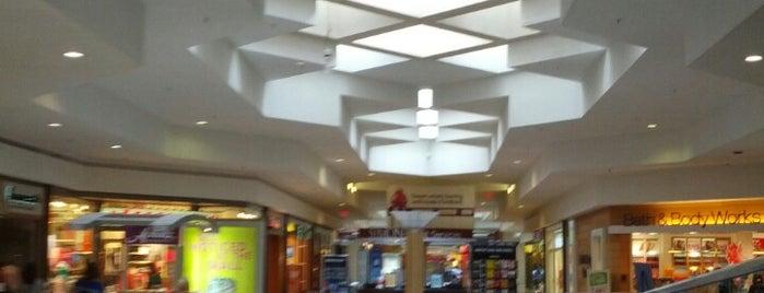 Briarwood Mall is one of Orte, die Jay gefallen.
