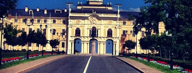 The Konstantin Palace (The National Congress Palace) is one of Orte, die Sasha gefallen.