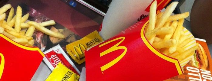 McDonald's is one of Locais curtidos por Verena.