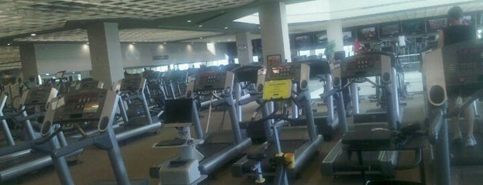 Life Time Fitness is one of Lugares favoritos de Greg.