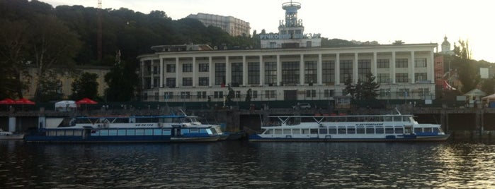 Рiчковий Вокзал / River Port is one of Tempat yang Disukai Korhan.
