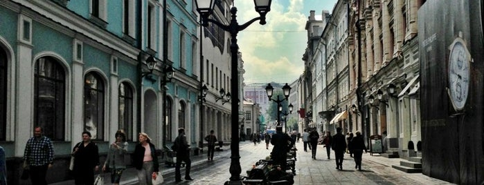Stoleshnikov Lane is one of Moscow❤️.