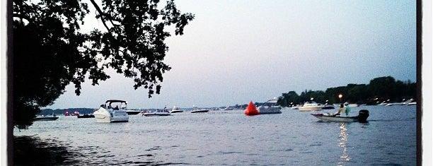 Lake Minnetonka is one of Lugares favoritos de Kristen.