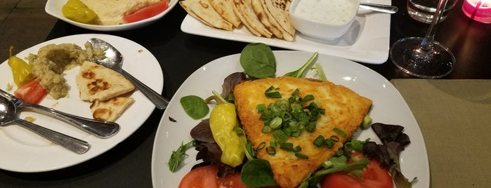 Krinti Mediterranean Grill is one of Ericさんのお気に入りスポット.