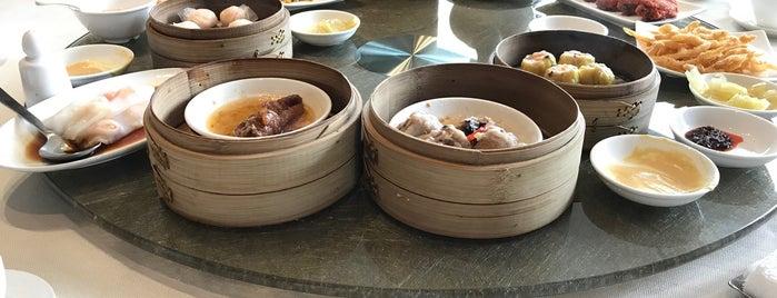 Imperial Treasure Fine Teochew Cuisine is one of Singapore Michelin Stars.