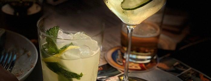 Bar Astor is one of สถานที่ที่ Tati ถูกใจ.
