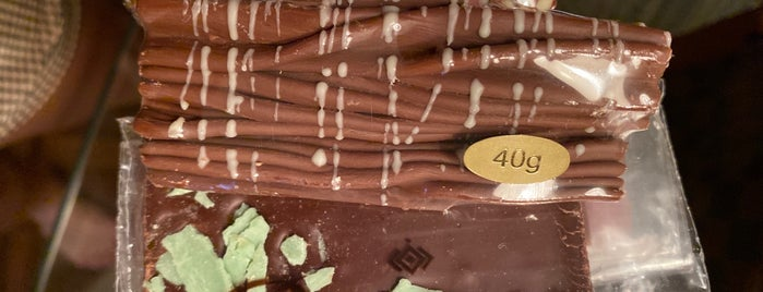 Chocolates Prawer is one of สถานที่ที่ Tati ถูกใจ.