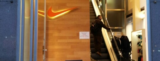 Nike Store is one of Locais curtidos por Hamilton.