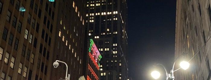 Park Avenue & East 34th Street is one of Lieux qui ont plu à Nina.