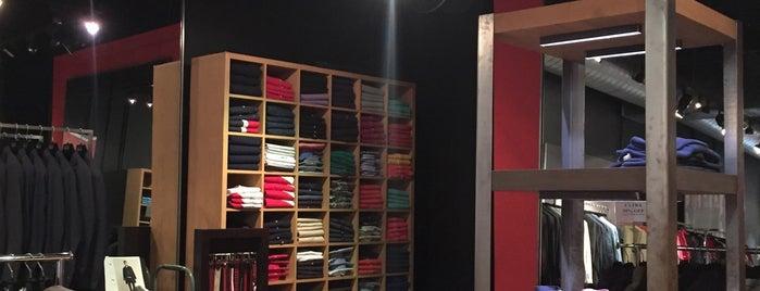CH Carolina Herrera is one of Boutiques I Shop.