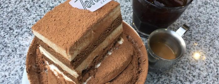 Tokki Café is one of สถานที่ที่บันทึกไว้ของ Karen 🌻🐌🧡.