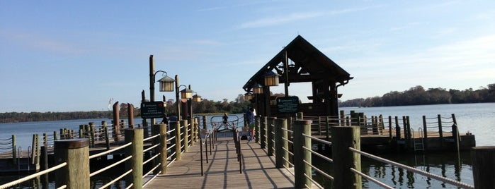 Wilderness Lodge Boat Dock is one of Orte, die Ishka gefallen.