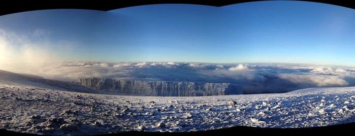 Uhuru Peak (5895m) is one of Dmitry 님이 좋아한 장소.