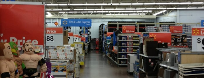 Walmart Supercenter is one of Tempat yang Disukai Armando.