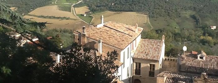 Castello Chiola Dimora Storica Hotel Loreto Aprutino is one of Posti che sono piaciuti a Eleonora.