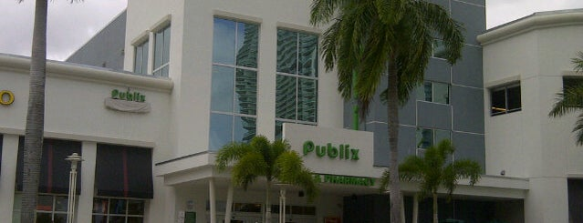 Publix is one of Locais curtidos por Rashaad.