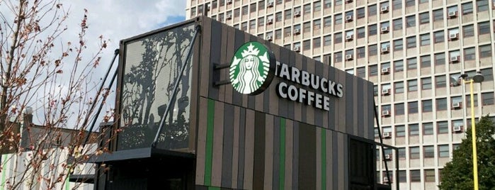 Starbucks is one of Esraさんのお気に入りスポット.