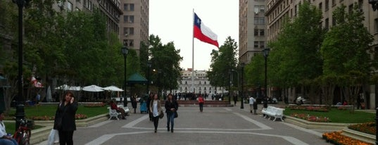 Paseo Bulnes is one of Volta ao Mundo oneworld: Santiago.