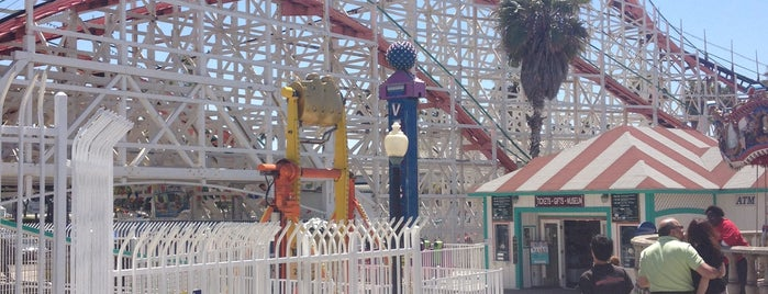 Giant Dipper Rollercoaster is one of San Diego.