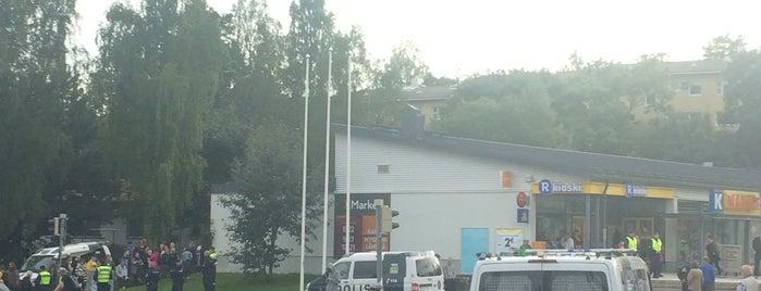 Roihuvuoren ostoskeskus is one of Ostarit.