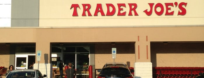 Trader Joe's is one of Orte, die Adam gefallen.