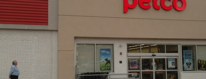 Petco is one of Locais curtidos por Crystal.