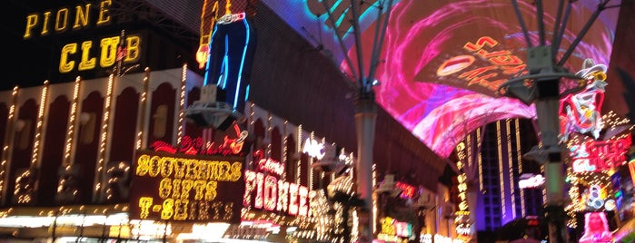 Fremont Street Experience is one of Loverdem in Vegas.