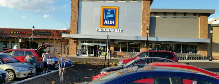 ALDI is one of สถานที่ที่ Sascz (Lothie) ถูกใจ.
