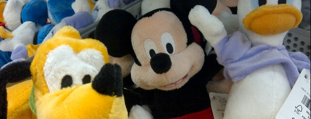 Disney Store is one of สถานที่ที่ Kyusang ถูกใจ.