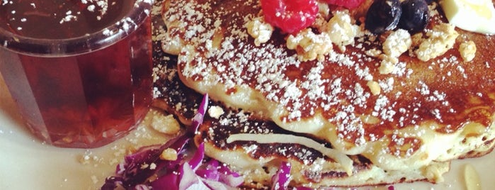 Glo's is one of Locais curtidos por Ben.