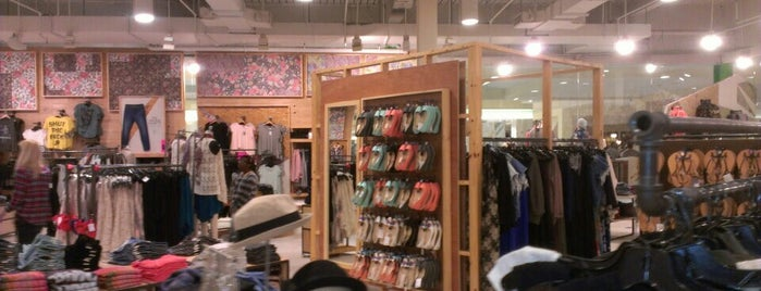 Anthropologie is one of Orte, die Will gefallen.