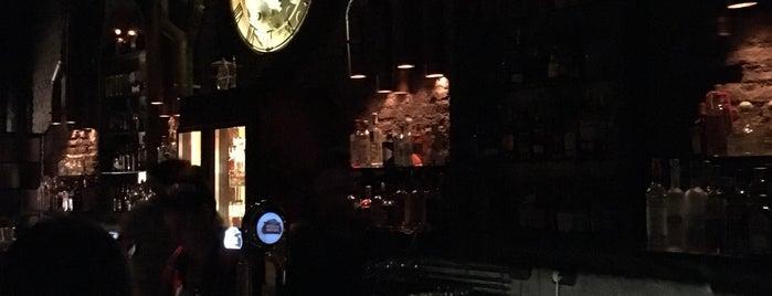Victoria Brown Bar is one of Posti che sono piaciuti a Vlad.
