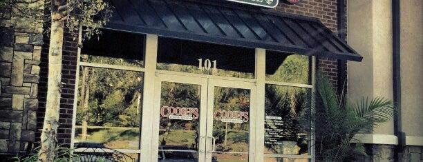 Coosh's Bayou Rouge Restaurant is one of Jenn'in Beğendiği Mekanlar.