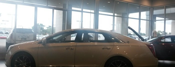Arrowhead Cadillac is one of Lieux qui ont plu à Jim.
