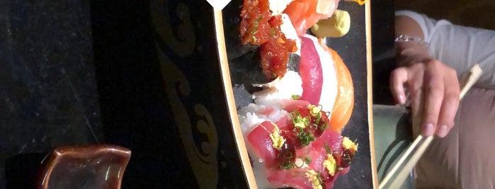 Makoto Sushi Bar is one of Lugares favoritos de Alicia.