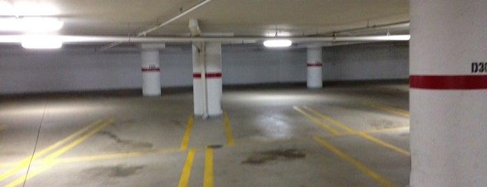 Hennepin at 10th Parking Garage is one of Tempat yang Disukai Alan.