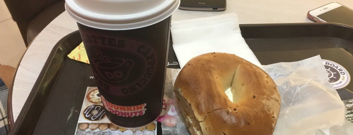 Dunkin' Donuts دانكن دونتس is one of Alpさんのお気に入りスポット.