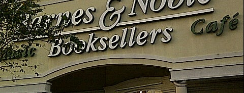 Barnes & Noble is one of Brashell 님이 저장한 장소.