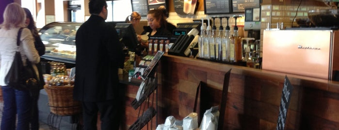 Starbucks is one of Posti che sono piaciuti a Drew.