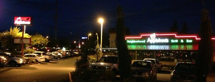 Applebee's Grill + Bar is one of สถานที่ที่ Sunjay ถูกใจ.