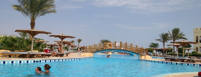 Pool at Sea Club Resort is one of Tempat yang Disukai ᴡ.
