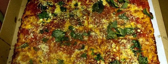 Joe's Restaurant & Pizzeria is one of Lieux qui ont plu à Chris.