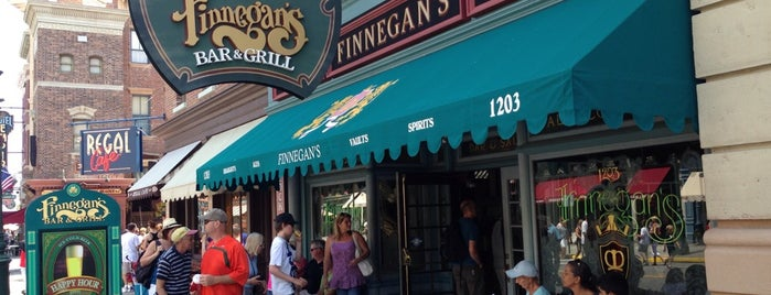 Finnegan's Bar & Grill is one of Locais curtidos por Sarah.