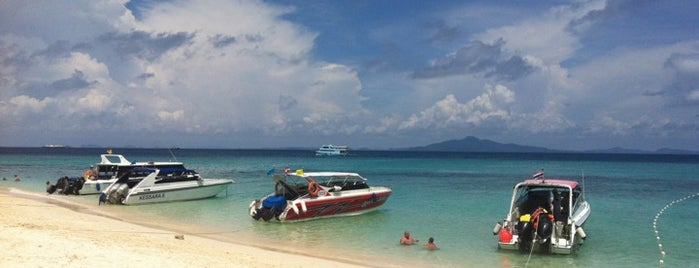 Koh Mai Phai (Bamboo Island) is one of Phi Phi.