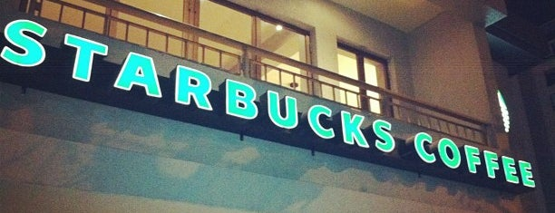 Starbucks is one of Locais curtidos por Jack.