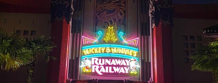Mickey And Minnie's Runaway Railway is one of David : понравившиеся места.