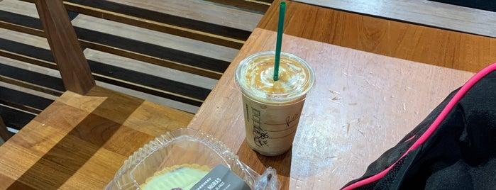 Starbucks is one of Tempat yang Disukai Carlos.
