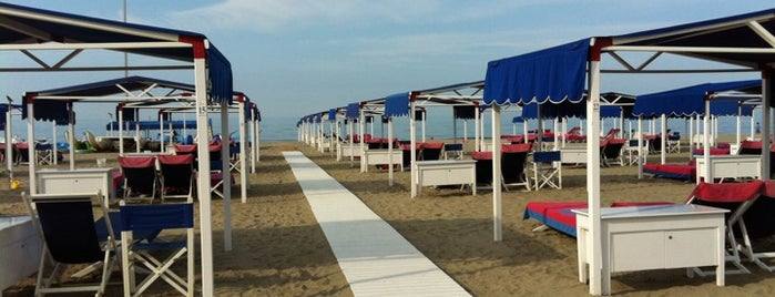 Avgvstvs Lido Beach is one of Forte Dei Marmi 🇮🇹.