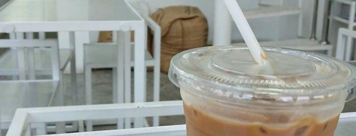 High Coffee Roaster And Patisserie Skills is one of Jayce 님이 좋아한 장소.