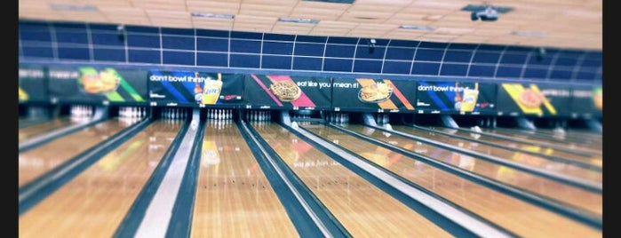 Bowlero Euless is one of Lugares favoritos de Photog Peter.
